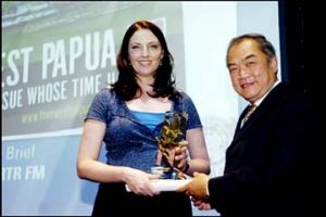 Recommendations: Meri Fatin receiving UNAA Media Peace Award for Best Radio 2006